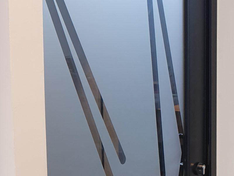 דלת הכניסה לשירותים יוניסקס